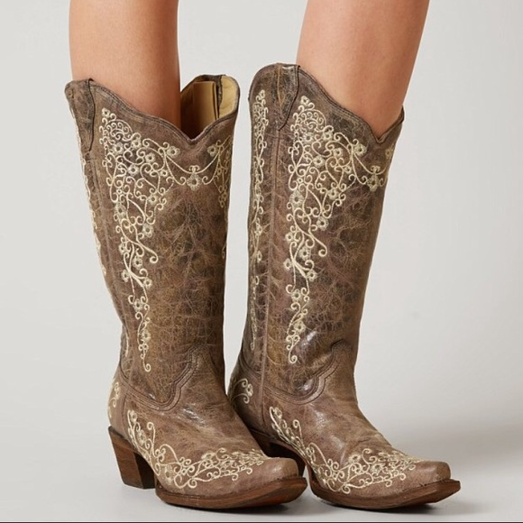 Corral Women's Embroidered Cowgirl Boots